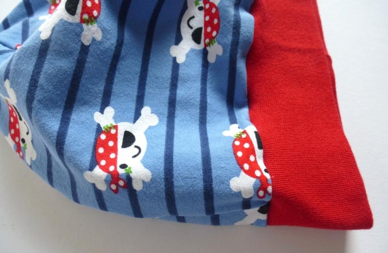 Kleinesbild - Kinder BEANIE - TOTENKOPF-PIRATEN - KU 48-50 cm blau-rot genäht