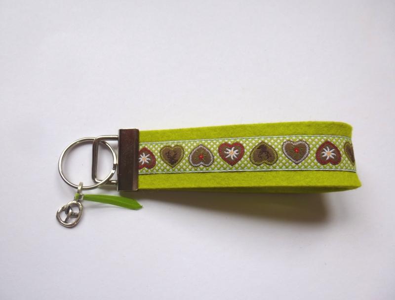 Kleinesbild - Schlüsselanhänger - ALPENLIEBE - Wollfilz lime grün-kariert