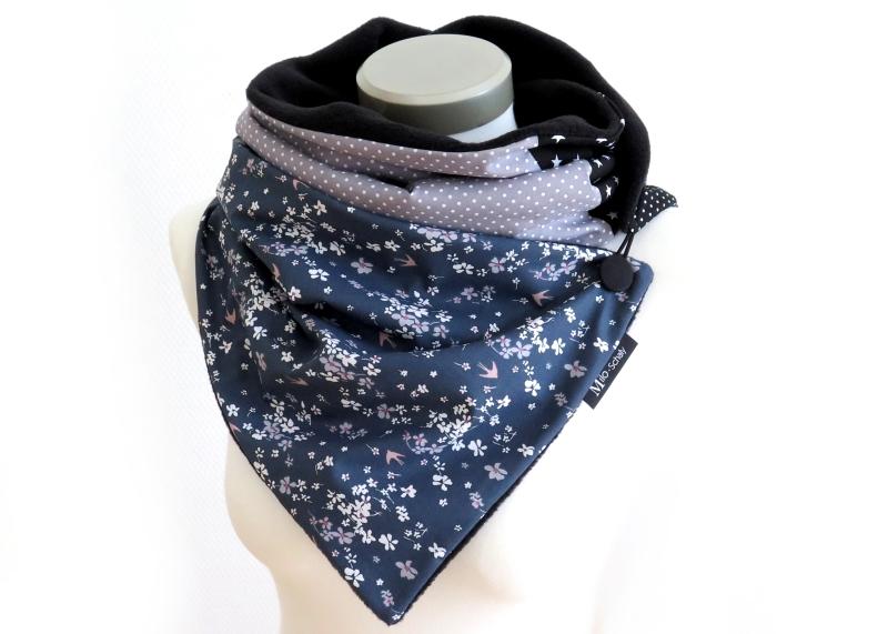 Kleinesbild - Milo-Schaly Wickelschal mit Knopf Damen Blümchen Patchwork Fleece blau grau Kuschelschal handmade Winterschal Schal Punkte Sterne
