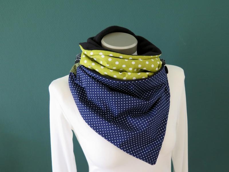 Kleinesbild - Wickelschal mit Knopf blau grün Punkte Fleece warmer Schal Knopfschal