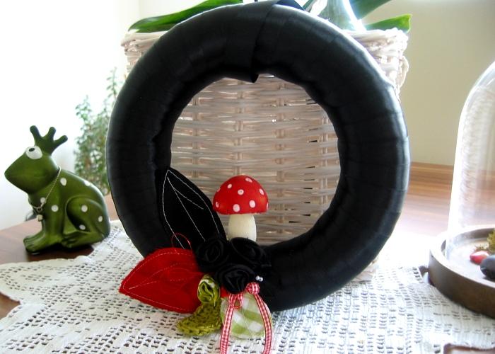 Kleinesbild - Türkranz Herbst Unikat Kranz Landhaus Wandkranz Fliegenpilz schwarz rot