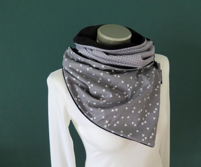 Kleinesbild -  Milo-Schaly Wickelschal mit Knopf Dreiecke grau weiß triangle Patchwork Fleece warmer Schal Knopfschal Damen