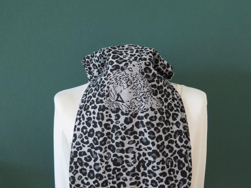 Kleinesbild - Milo-Schaly Loop Schal Leo Jacquard Jersey grau schwarz Loopschal Schal