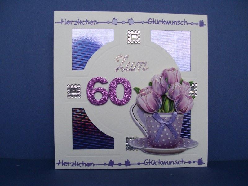 - Geburtstagskarte in weiß/lila mit Blumen in einer Tasse für eine Frau zum 60 - Geburtstagskarte in weiß/lila mit Blumen in einer Tasse für eine Frau zum 60