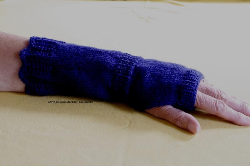 Kleinesbild - Armstulpen, Pulswärmer handgestrickt, dunkelblau,  Artikel 1007von Paul_Paulinchen