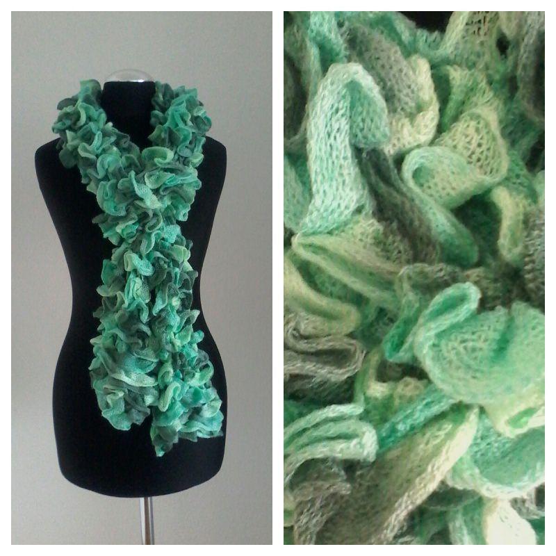 - Gestrickter Rüschenschal in den Farben weiß, lindgrün und hellgrün - Gestrickter Rüschenschal in den Farben weiß, lindgrün und hellgrün