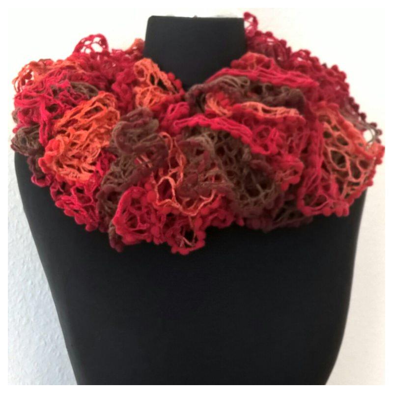 Kleinesbild - Handgestrickter Rüschenschal mit Pompon in der Farbe Rot/Lachsrot, Länge 130 cm