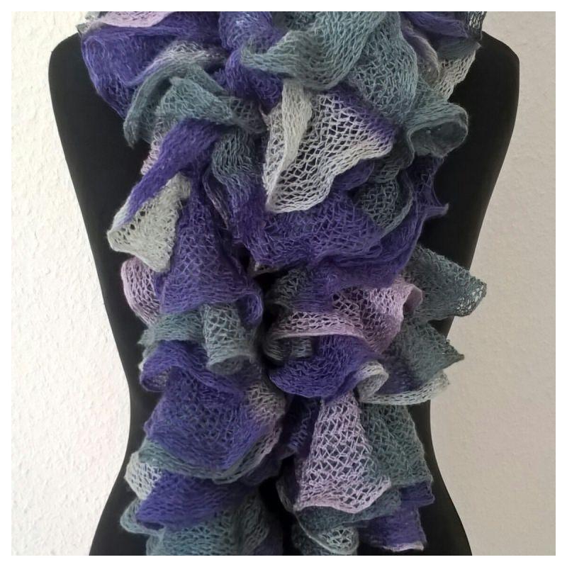 Kleinesbild - Rüschenschal handgestrickt in den Farben Lavendel-Rosa-Grau, Länge 160 cm