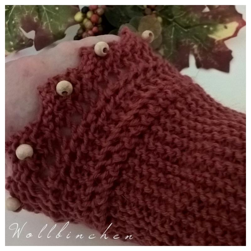 Kleinesbild - Pulswärmer--Farbe Rost--Wolle--Holzperlenverzierung--