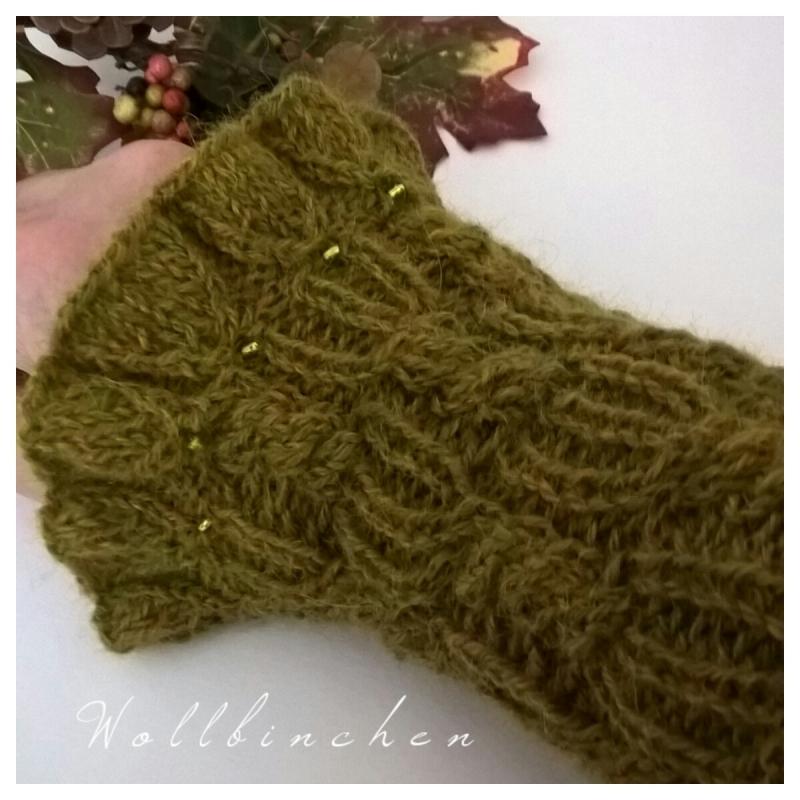 Kleinesbild - Handgestrickte Pulswärmer--Farbe: grün/meliert--100% Alpaka