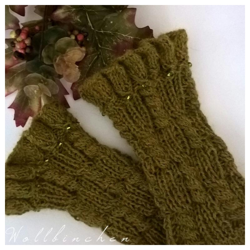 - Handgestrickte Pulswärmer--Farbe: grün/meliert--100% Alpaka - Handgestrickte Pulswärmer--Farbe: grün/meliert--100% Alpaka