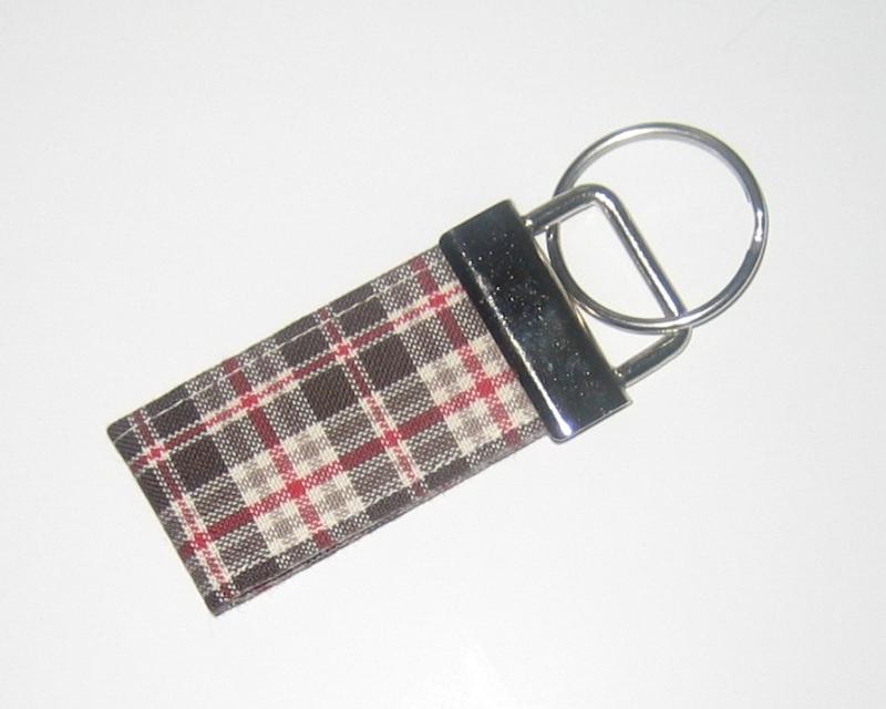 - Schlüsselanhänger, Unikat aus Baumwollstoff mit Metallring  - Schlüsselanhänger, Unikat aus Baumwollstoff mit Metallring