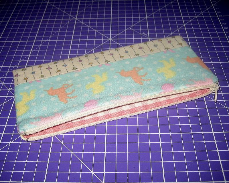 Kleinesbild - Stiftemäppchen, Reißverschluss-Etui im Längsformat für Schreibstifte, als Taschenorganizer für Kosmetik und andere Kleinigkeiten