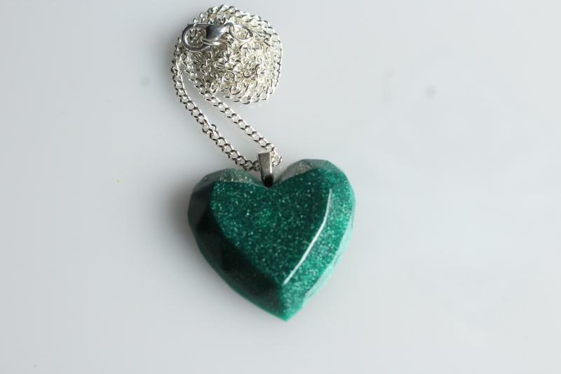 Kleinesbild - Kette, Herz, smaragdgrün, facettiert, Resin