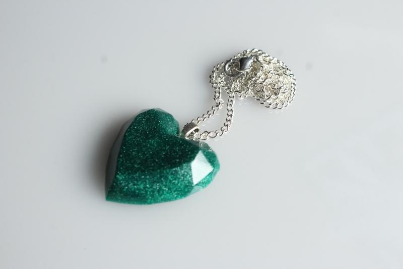 - Kette, Herz, smaragdgrün, facettiert, Resin - Kette, Herz, smaragdgrün, facettiert, Resin