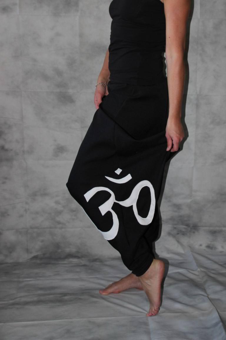 Kleinesbild - schwarze Goa Hose mit Om Zeichen Haremshose Pumphose Sarouel Baggy Hose Hippie Goa