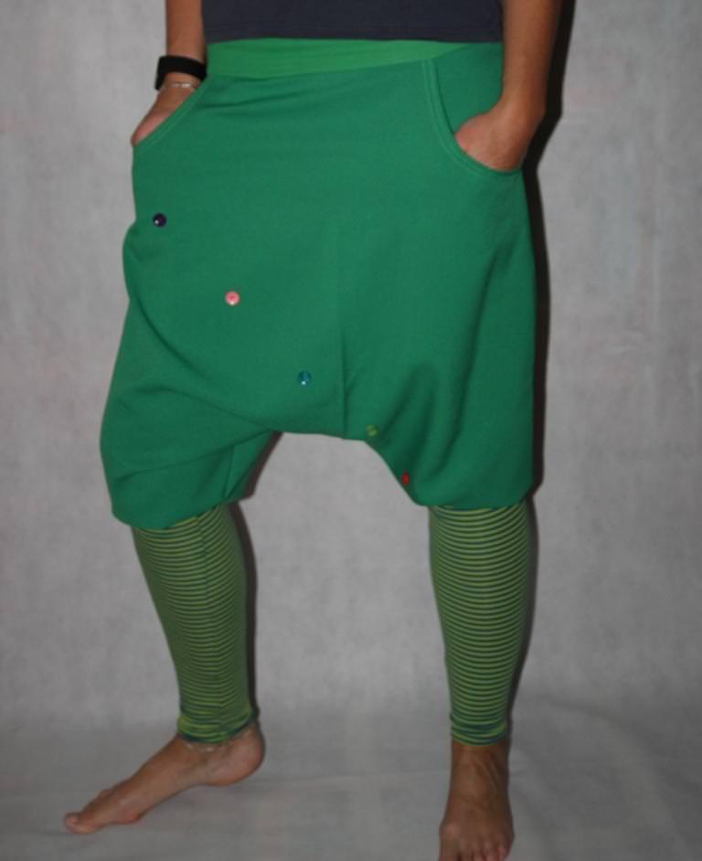 Knickerbocker grüne Pumphose gestreifte Stulpen Haremshose Saruel