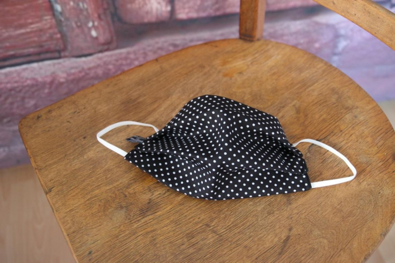 Kleinesbild - Mundbedeckung Maske Mundmaske Mund-  und Nasenbedeckung schwarz weiß Punkte