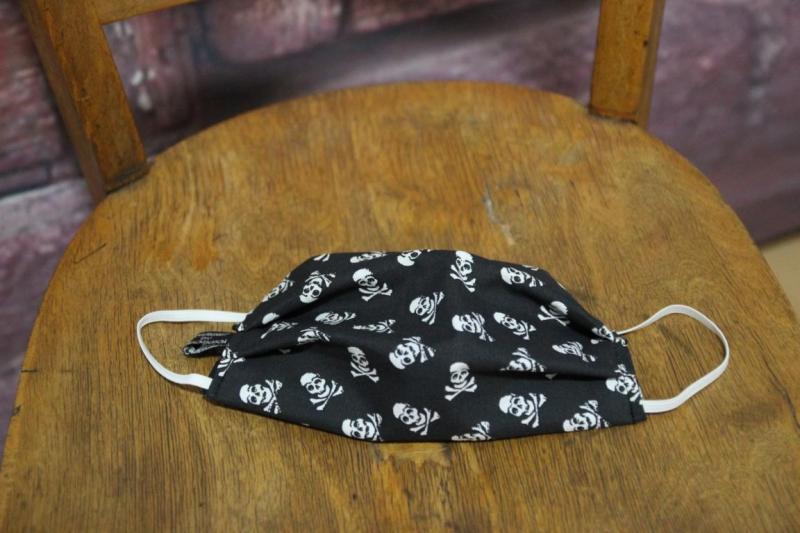 Kleinesbild - Mundbedeckung Maske Mundmaske Mund-  und Nasenbedeckung schwarz Totenköpfe