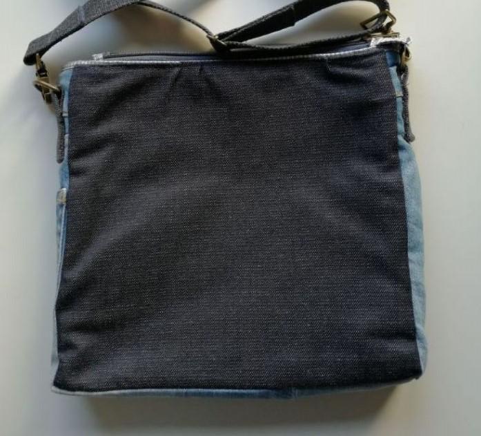 Kleinesbild - UNIKAT: Upcycled Jeanstasche mit ♥ und reflektierender Rückseite