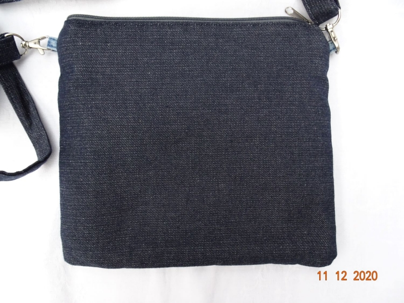 Kleinesbild - Upcycled Jeans- Handtasche mit reflektierender Rückseite - Unikat