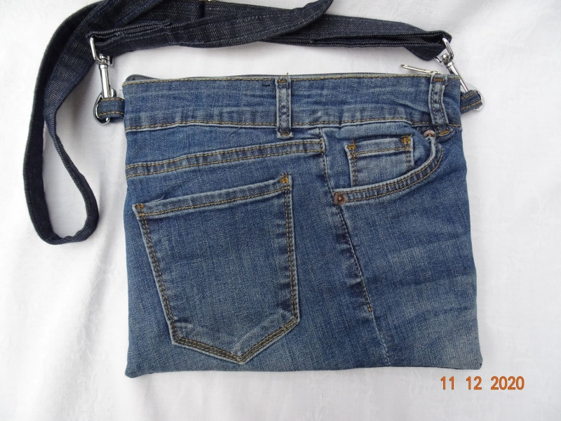 - Upcycled Jeans- Handtasche mit reflektierender Rückseite - Unikat - Upcycled Jeans- Handtasche mit reflektierender Rückseite - Unikat