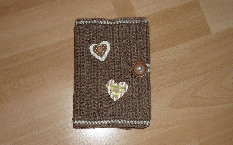 - Umhäkeltes Notizbuch mit Herzen - braun-wollweiß - Umhäkeltes Notizbuch mit Herzen - braun-wollweiß