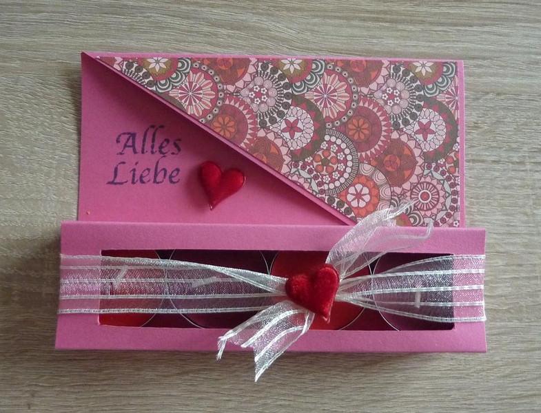 - Teelichtgeschenkset mit vier Teelichtern - rosa-rot - Text: ALLES LIEBE - Teelichtgeschenkset mit vier Teelichtern - rosa-rot - Text: ALLES LIEBE