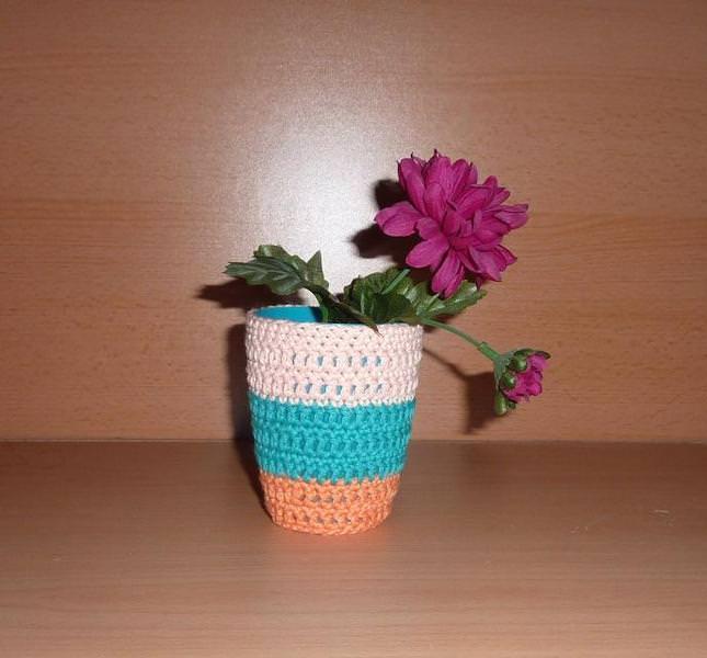 Wohnen : Stiftebecher - Blumenvase umhäkelt orange-türkis