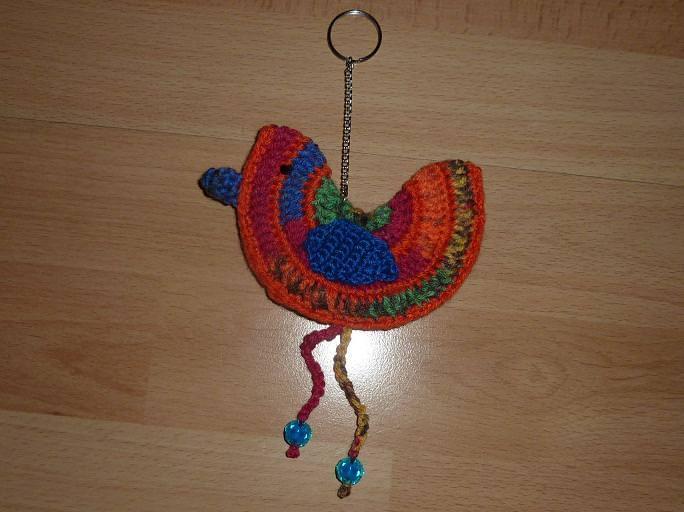 - gehäkelter Taschenanhänger - Vogel - bunt - gehäkelter Taschenanhänger - Vogel - bunt