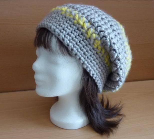 - gehäkelte Mütze - grau-gelb - gehäkelte Mütze - grau-gelb