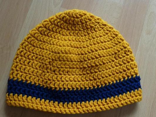 Kleinesbild - gehäkelte Mütze - gestreift - senf-blau
