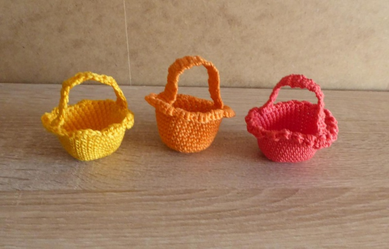 - drei kleine gehäkelte Osterkörbchen für den kleinen Ostergruß - gelb-orange-rot - drei kleine gehäkelte Osterkörbchen für den kleinen Ostergruß - gelb-orange-rot