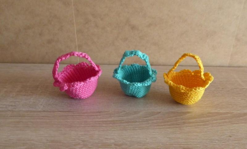 - drei kleine gehäkelte Osterkörbchen für den kleinen Ostergruß - pink-türkis-gelb - drei kleine gehäkelte Osterkörbchen für den kleinen Ostergruß - pink-türkis-gelb
