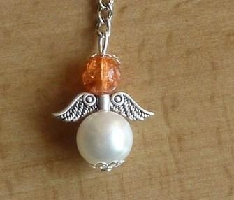 - Handgefertigter Schlüsselanhänger mit Metallflügeln - orange-weiß - Handgefertigter Schlüsselanhänger mit Metallflügeln - orange-weiß