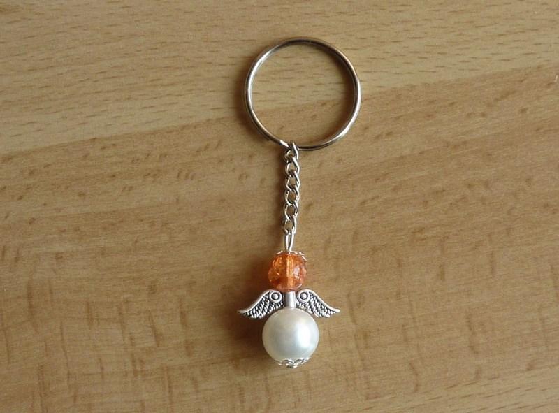 Kleinesbild - Handgefertigter Schlüsselanhänger mit Metallflügeln - orange-weiß