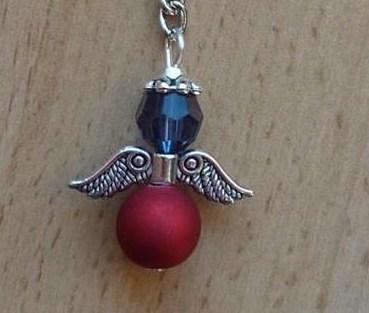 - Handgefertigter Schlüsselanhänger mit Metallflügeln - blau-rot - Handgefertigter Schlüsselanhänger mit Metallflügeln - blau-rot