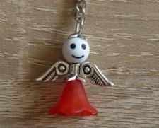 - Handgefertigter Schlüsselanhänger mit Metallflügeln - weiß-rot - Handgefertigter Schlüsselanhänger mit Metallflügeln - weiß-rot