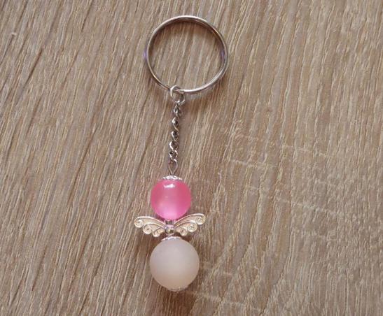 Kleinesbild - Handgefertigter Schlüsselanhänger mit Metallflügeln - rosa-weiß
