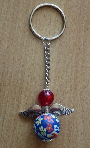 Kleinesbild - Handgefertigter Schlüsselanhänger mit Metallflügeln - rot-blau