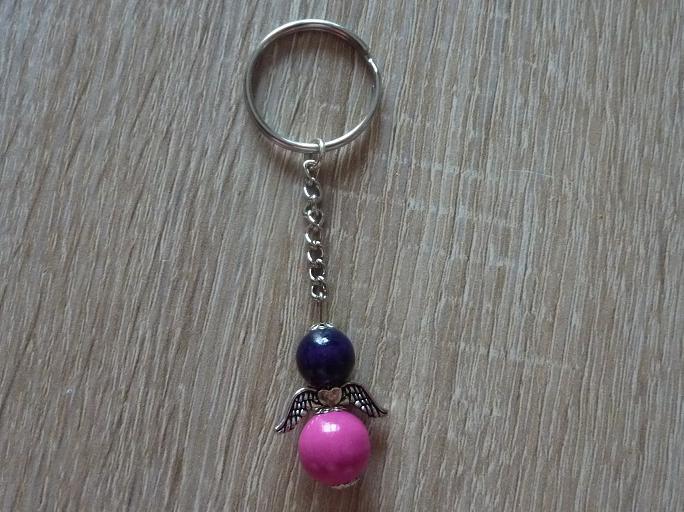 Kleinesbild - Handgefertigter Schlüsselanhänger mit Metallflügeln - lila-pink