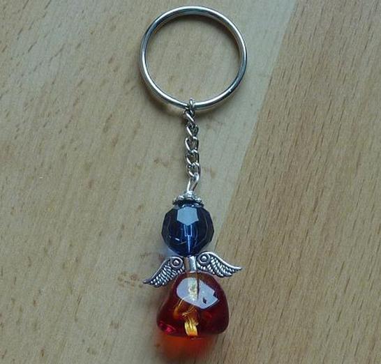 Kleinesbild - Handgefertigter Schlüsselanhänger mit Metallflügeln - orange-rot-blau