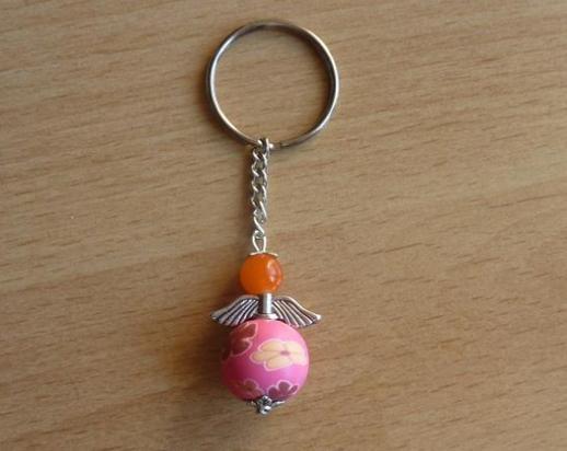 Kleinesbild - Handgefertigter Schlüsselanhänger mit Metallflügeln - orange-pink