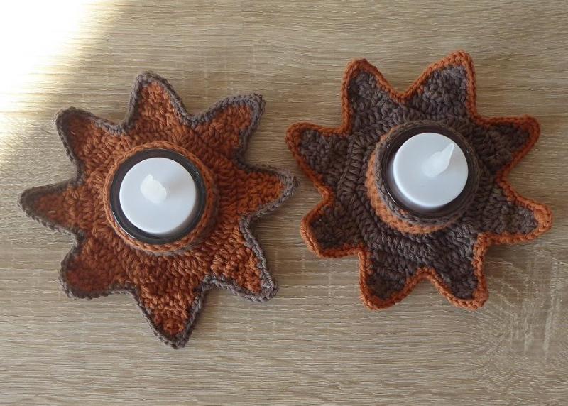 Kleinesbild - Zwei umhäkelte Teelichthalter mit LED-Teelicht - Stern - braun