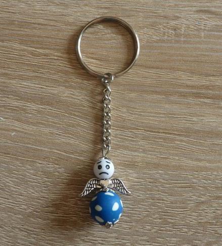 Kleinesbild - Handgefertigter Schlüsselanhänger mit Metallflügeln - Engel  - blau-weiß