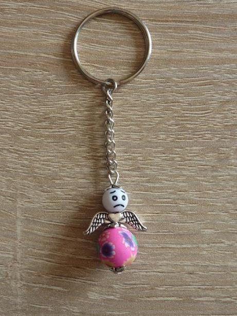 Kleinesbild - Handgefertigter Schlüsselanhänger mit Metallflügeln - Engel  - weiß-pink
