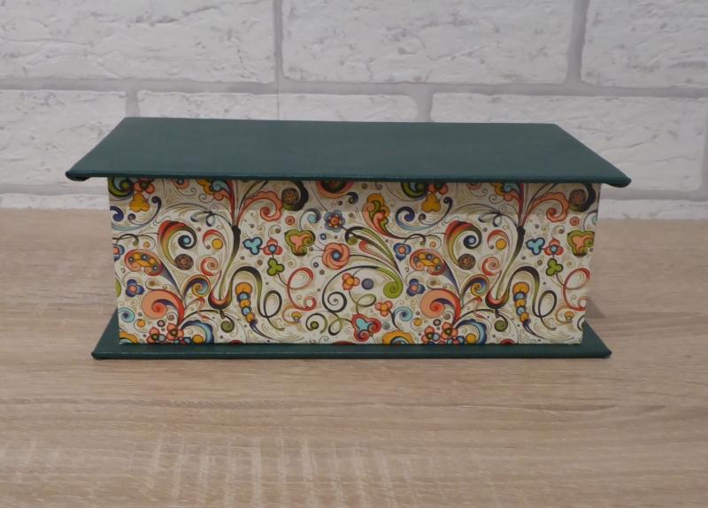 - Handgefertigte Geschenkverpackung aus Pappe, Papier und Buchleinen - grün-bunt - Handgefertigte Geschenkverpackung aus Pappe, Papier und Buchleinen - grün-bunt