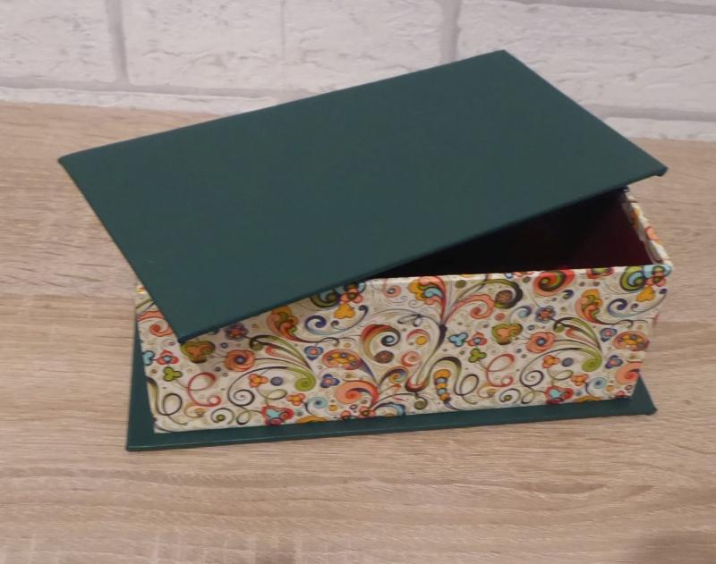 Kleinesbild - Handgefertigte Geschenkverpackung aus Pappe, Papier und Buchleinen - grün-bunt