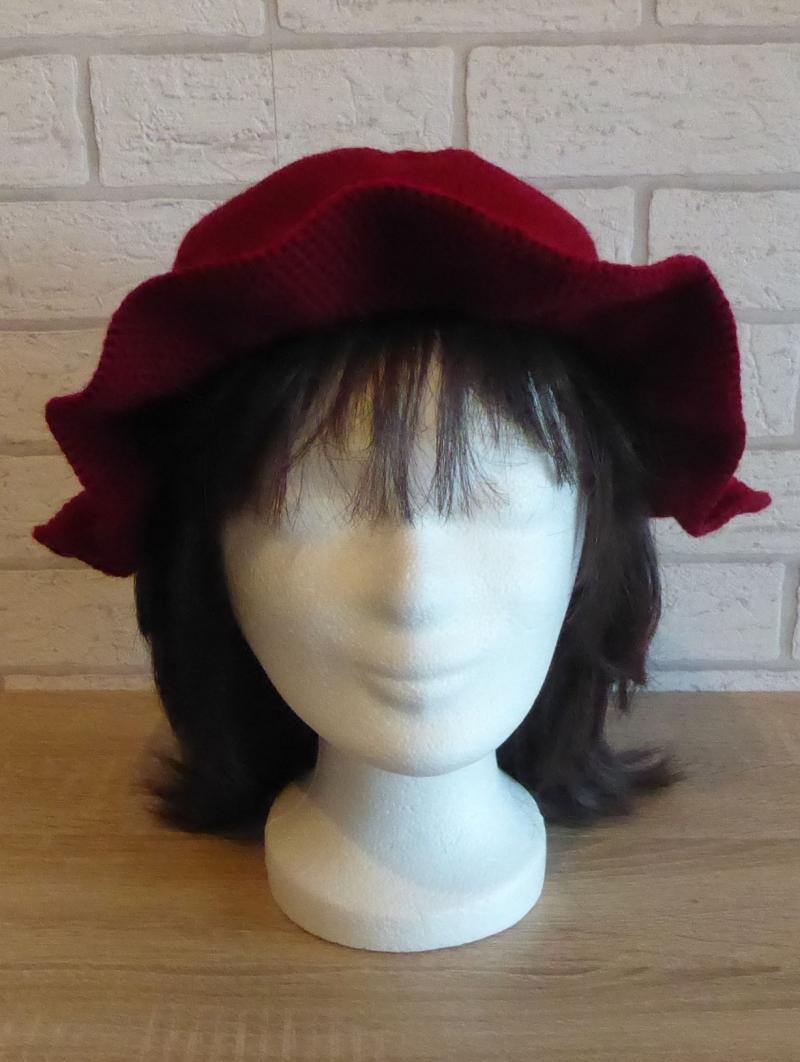 Kleinesbild - Gehäkelter Hut mit Krempe und Häkelblume (dunkelrot-schwarz) Kopfumfang: ca. 60 cm
