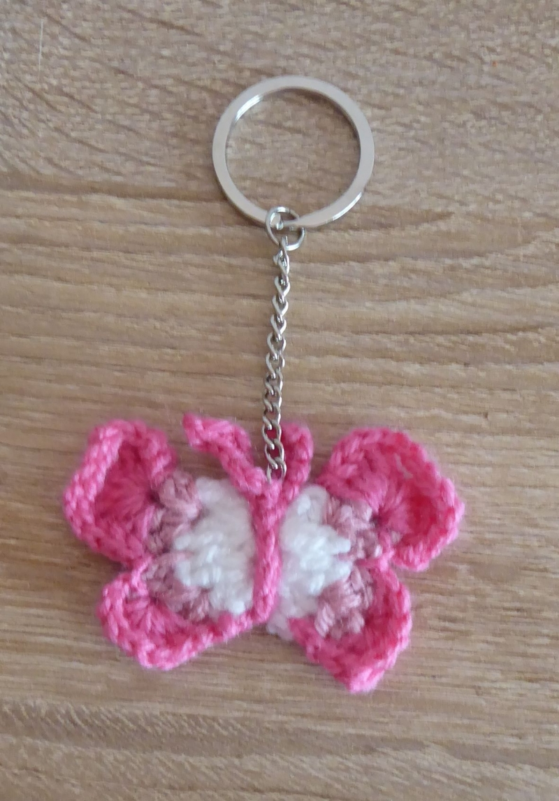 Kleinesbild - Schreibset - umhäkeltes Notizbuch - Bleistift - Schlüsselanhänger Schmetterling, Schlamperl - rosa, lila, pink, weiß